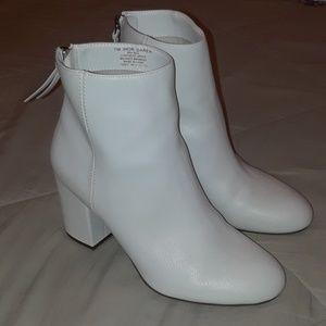 Women's white boots